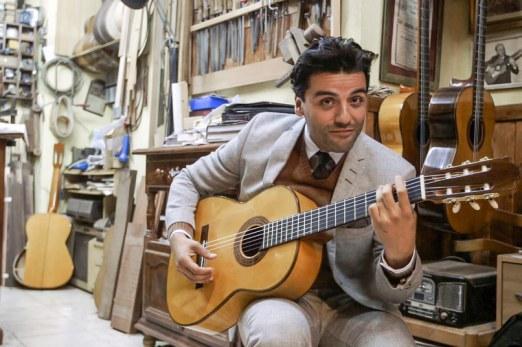 oscar-isaac-guitar-1